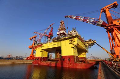 """yabo4中的巨无霸深水半潜式钻井平台""""海洋石油982""""顺利下水"""